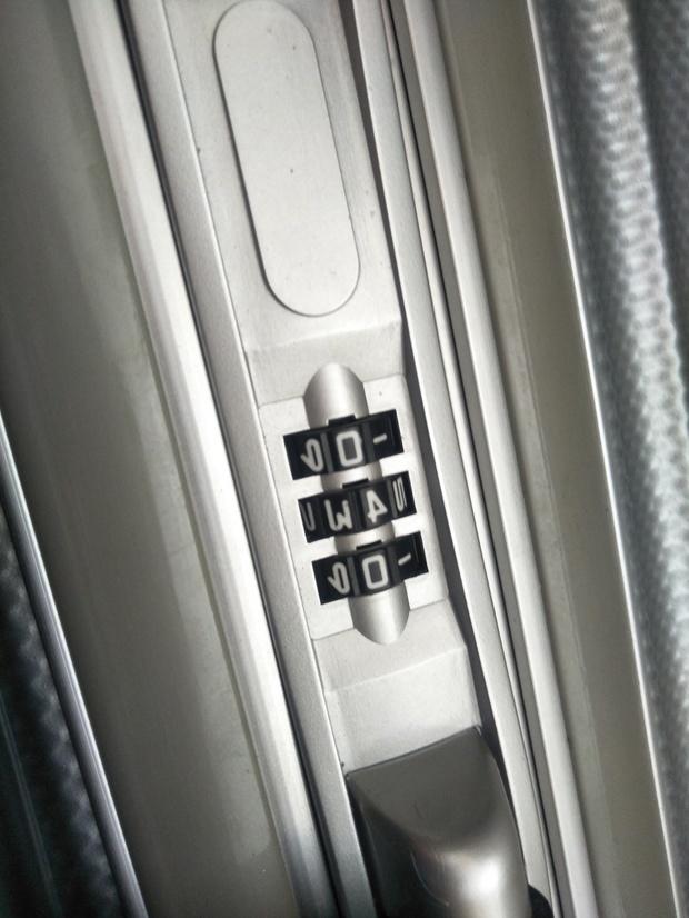 行李箱密码忘了