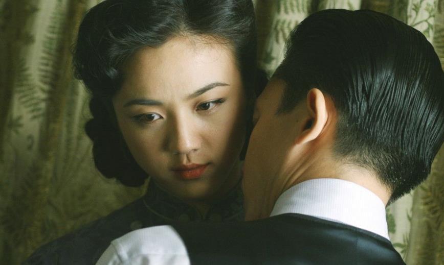 色8亚洲电影_仍然有心心念的网友在找未删节版资源,只是为了把它当做一部情色电影