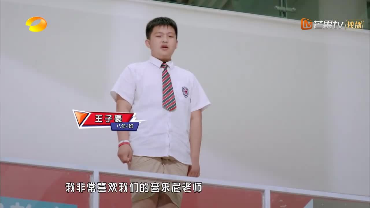 学生给分手的老师播《体面》