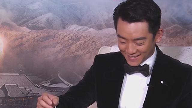 《每日文娱播报》20170320郑恺街头练书法