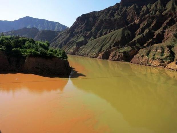 黄河一边绿色一边黄色在哪里