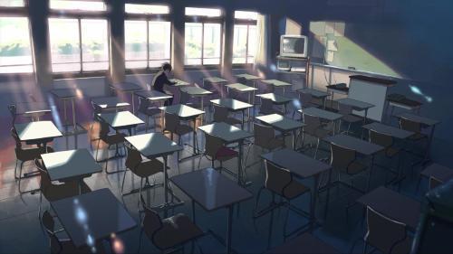 一个人坐在教室中仰望天空的动漫图片