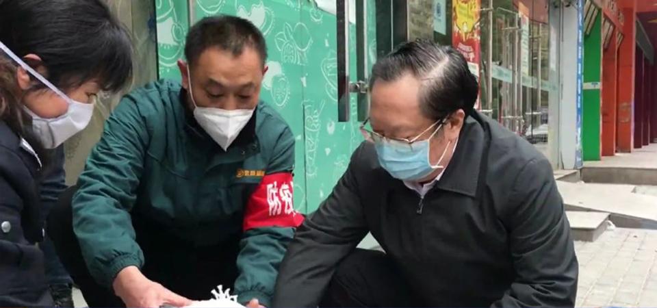 湖北省长暗访被拦在社区外
