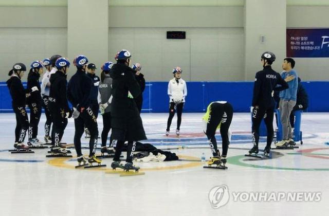 冬奧冠軍扒隊友褲子  多名女學生目睹