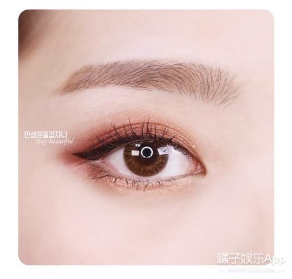 眼影颜色搭配和画法�_眼影就比较容易上手啦,颜色也特别的适合画卧蚕,深色和浅色都可以搭配