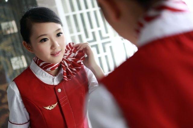 空姐脖子上的丝巾_空姐的脖子上为什么总系着丝巾? 看完了解释后秒懂了