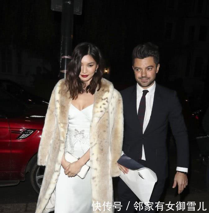 《摘金奇缘》嘉玛陈36岁终于翻身,白裙惊艳衣品好,曾读牛津