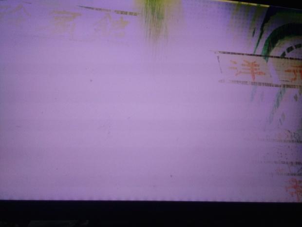 电脑屏幕一半白屏了???