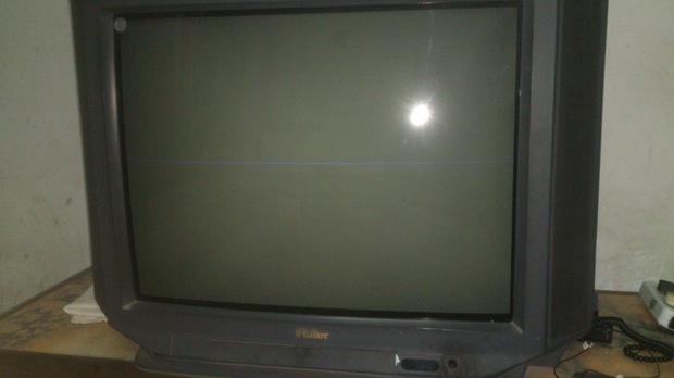 電視機10來年的彩色電視機,有聲音,屏幕黑的,屏