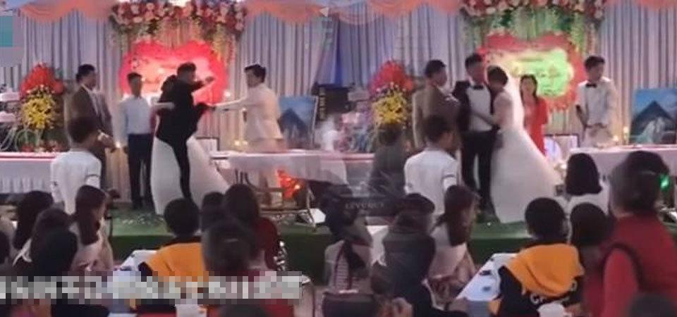 婚礼上岳父遭亲爸羞辱,新郎当众发火大闹现场!