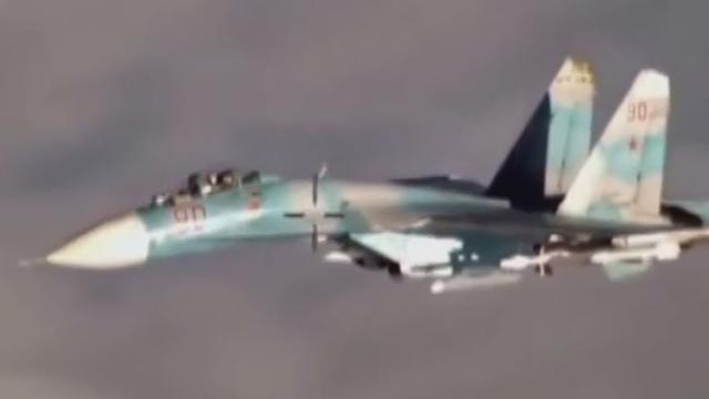 《军情解码》20170518俄军苏-27怒怼美军飞机