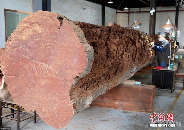 工匠耗時7年雕刻18米紅木《清明上河圖》