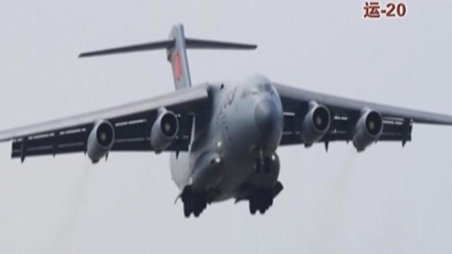 《军情解码》20151010 运-20展示惊人装载力
