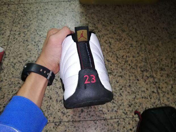 有没有哪位篮球鞋子大佬知道这两对是什么篮球鞋啊?