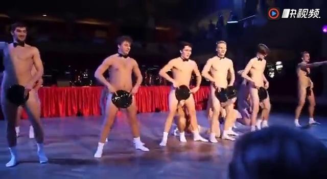 人裸体舞_捷克男生集体跳全裸扇子舞,浴巾舞的升级版.