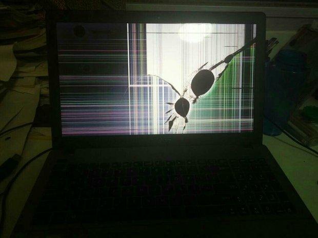 笔记本屏幕被压坏了。不是表面上屏幕碎,是显
