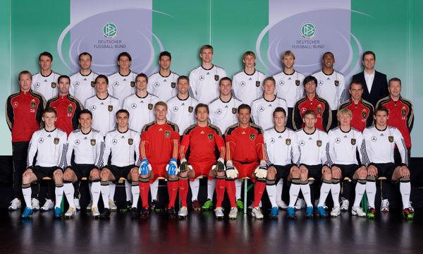 求南非世界杯德国队首发队员名称和球衣号码!