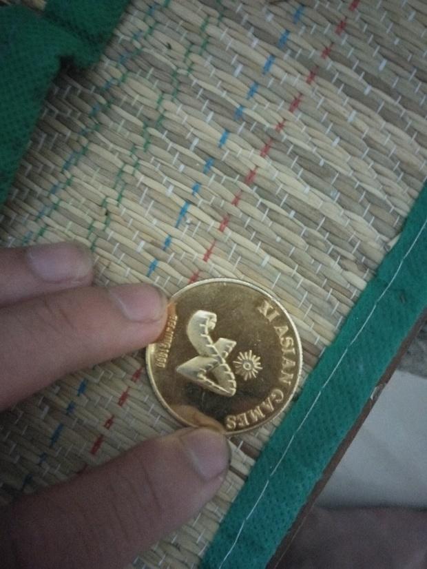 一个1990的奥运会熊猫金色币值多少?
