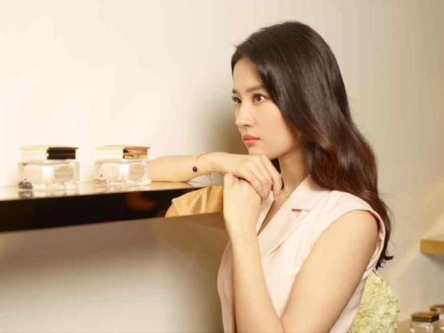 女神乞丐裝你喜歡誰?趙麗穎最真實、劉亦菲最美麗!