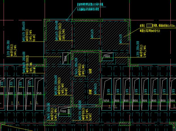 在屋面机房层中电梯井有夹板,怎么算面积