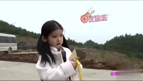 萌仔萌萌宅:肯尼奶声的索抱,歆妈妈的心都快要融化了!