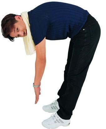 两腿并立站直弯腰摸脚尖动作时(图1)